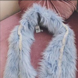 NWT urban outfitters baby blue faux fur scarf